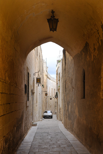 Alley in Mdina. 2018.