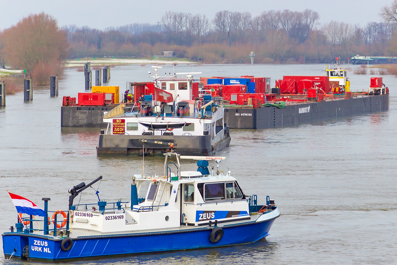 "Zeus, motorsleepboot 02336169 <a href=""http://www.marinetraffic.com/nl/ais/details/ships/shipid:251464/mmsi:244780981/imo:0/vessel:ZEUS"" target=""blank"">info</a>"