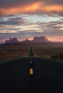 The road leading to Monument Valley, Utah