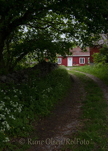 I enden av veien en rød stue