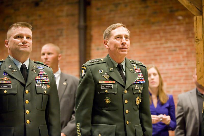 2009 11 19 OCS Graduation 501 09 With GEN Petraeus   Photo By John D