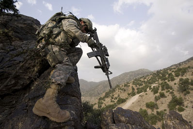 U.S. Army Lieutenant Gabriel Stultz from the 101st Airborne Division, 506th Infantry Regiment, 2nd Battalion, 4th Platoon, climbs down a mountain while on patrol in search of Taliban forces in Khost province, south of Kabul, Afghanistan, Monday, June 9, 2008. (AP Photo/Rafal Gerszak)