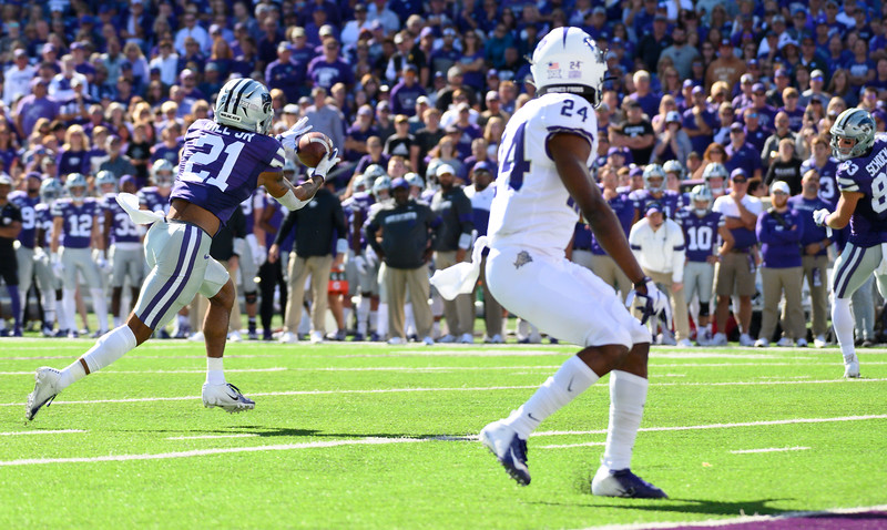 KSU wide receiver, Wykeen Gill, catches a slant pass in front of the goal line. Thrown by QB, Skylar Thompson. KSU and TCU faced off at Bill Snyder Family Stadium on Oct 19, 2019. The Wildcats defeated the Horned Frogs 24-17. (Dylan Connell | Collegian Media Group)