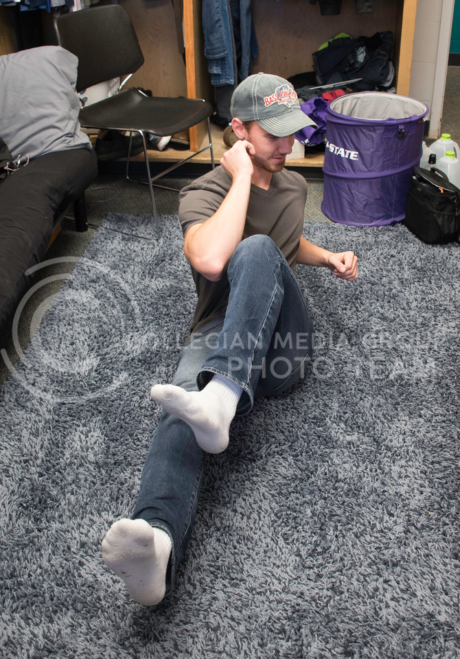 "Tyler Heidebrecht, a Freshman studying Construction Science, does a ""Bicycle Crunch"" on the floor of his dorm room in Haymaker Hall. Kansas State University, Manhattan KS, Sept. 18, 2017. (Olivia Bergmeier 
