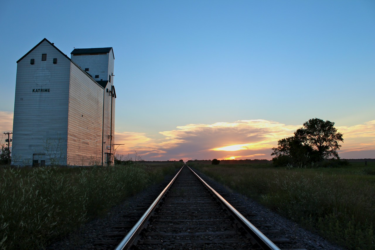 Katrime - sunset tracks close