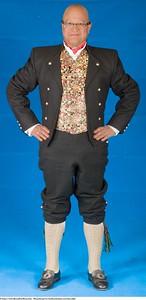 Mannsbunad fra Gudbrandsdalen med kort jakke