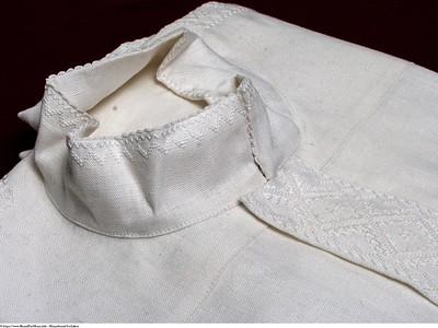 Mannsbunad fra Løken med broderte bukseseler
