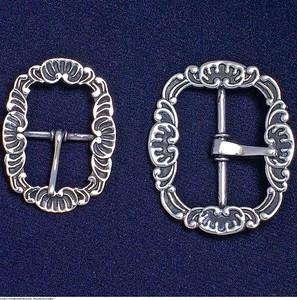 Mannsbunad fra Løken med knespenne i sølv