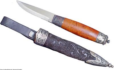 Mannsbunad fra Nordfjord med halsnål i sølv med Gotisk kors