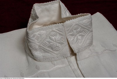 Mannsbunad fra Nordhordaland med linskjorte og sølvknapper