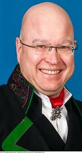 Mannsbunad fra Øst-Telemark med svart jakke og grønne biser samt hornring og mansjettknapper i sølv