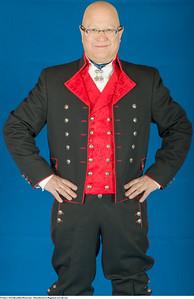 Mannsbunad fra Rogaland med rød vest og jakke i Drapé