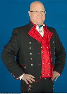 Mannsbunad fra Rogaland med rød vest og sølv knapper