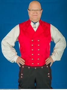 Mannsbunad fra Rogaland komplett med rød vest og bukseseler