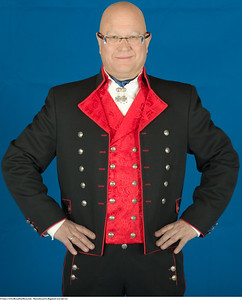 Mannsbunad fra Rogaland med rød vest og jakke fransk ullstoff