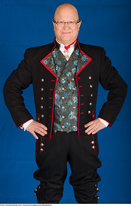 Mannsbunad fra Rogaland med silkebrokadevest og jakke i et fint fransk ullstoff