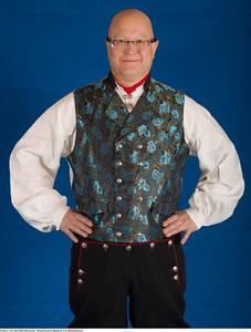Mannsbunad fra Rogaland med silkebrokadevest og svart jakke
