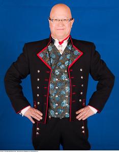 Mannsbunad fra Rogaland med silkebrokadevest og jakke i Drapé
