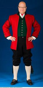 Mannsbunad fra Sogn med rød jakke og grønn eller svart ullvest vest