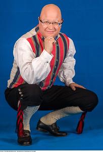 Mannsbunad fra Trøndelag med svart jakke og håndstrikkede strømper