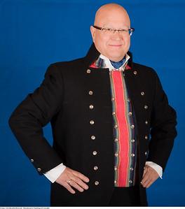 Mannsbunad fra Trøndelag med svart jakke og nikkers