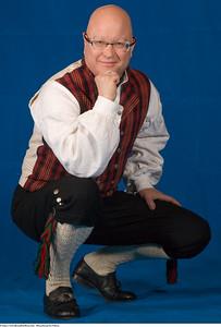 Mannsbunad fra Valdres med håndbroderte bukseseler
