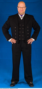 Mannsbunad fra Vest-Telemark med svart jakke