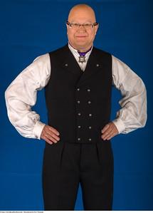 Mannsbunad fra Vest-Telemark med håndlagde Filigran sølv knapper