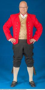Mannsbunad fra Vestfold med rød jakke og gul silkebrokadevest samt nikkers
