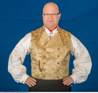 Mannsbunad fra Vestfold med rød jakke og gul silkebrokadevest