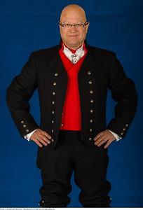 Mannsbunad fra Vestfold med sort jakke og nikkers