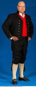 Mannsbunad fra Vestfold med sort jakke og silkeskjerf