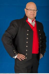 Mannsbunad fra Vestfold med sort jakke og sølv knapper