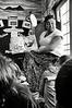 L'institutrice tuhoe Hiria racontant une histoire à ses élèves dans sa classe de la Tawera School à Ruatoki. La Tawera School de Ruatoki a été, dès 1981, l'une des toutes premières écoles de Nouvelle-Zélande à dispenser un enseignement en maori. Aujourd'hui, te reo Maori (la langue maorie) dispose du même statut que l'anglais. D'après les dernières statistiques gouvernementales de 2013, la majorité des Maoris parlant leur langue se situe dans la tranche d'âge 5-25 ans (un quart des personnes parlant maori sont des enfants).<br /> Bay of Plenty/Nouvelle-Zélande