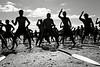 Le haka est une danse maorie ritualisée. Accompagnée de chants scandés avec violence, elle a souvent pour fonction d'impressionner ou de défier un adversaire. Ces rameurs participant aux régates du Waitangi Day, sur le site de la signature du traité de Waitangi, ne pourraient envisager de concourir sans céder à ce rituel ancestral. Baie des Iles/Northland/Ile du Nord/Nouvelle-Zélande
