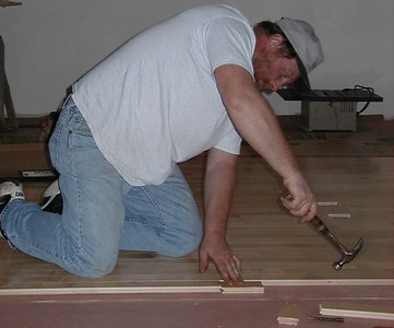 1999-02-08 laying the floor, butch 1