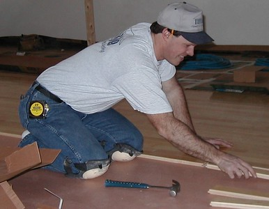 1999-02-08 laying the floor, dave 1