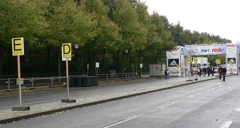 Startplatsen på Unter den Linden med gruppindelning A-H.