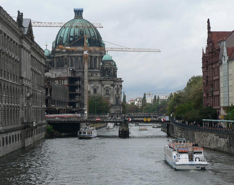 Berliner Dom vid Spree.