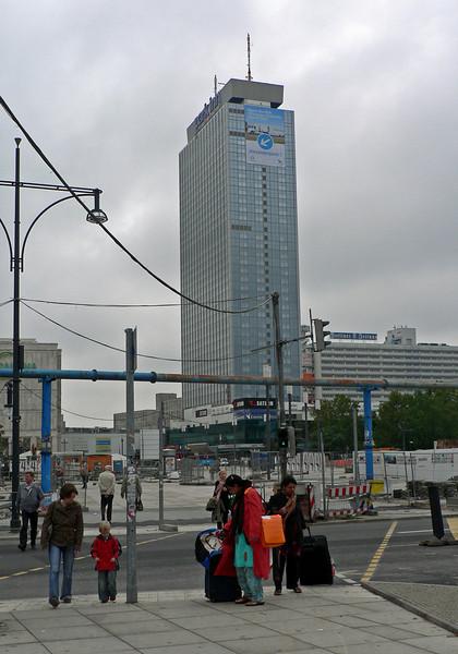 Hotell Park Inn, Alexanderplatz Berlin. Sett från Alexanderstrasse.