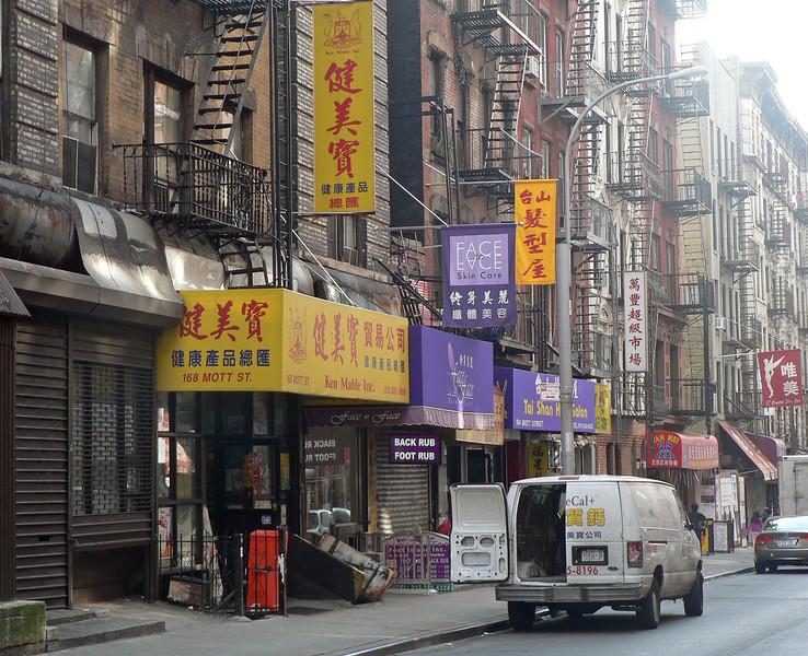 På väg in i Chinatown