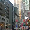 Vy från hotellentrén mot Times Square. Vi bodde i hörnet av 45:e gatan och 6:e avenyn.