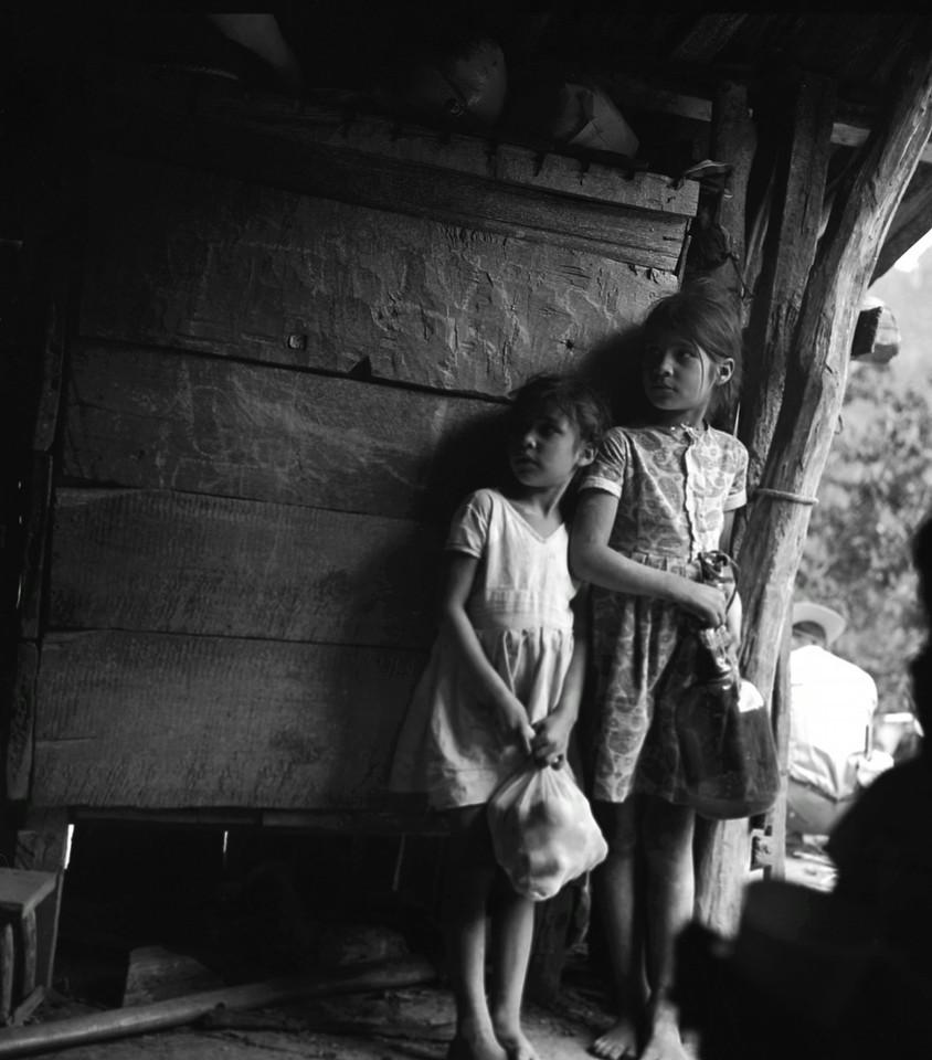 Dos Niñas en Espera (Two Girls Waiting), El Zopilote Mexico