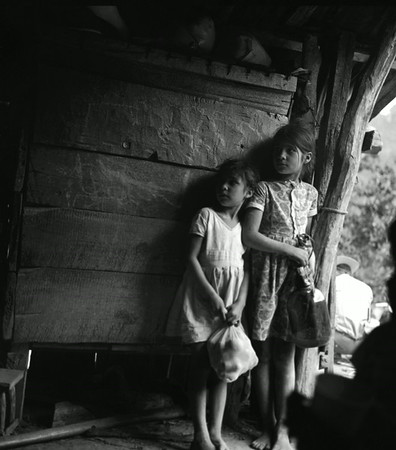 Dos Niñas en Espera (Two Girls Waiting), El Zopilote Mexico