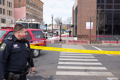 032117  Wesley Bunnell | Staff  The New Britain Fire Department investigated a possible gas leak at 267 Main St on March 21, 2017. A New Britain police officer stands guard on Bank St at the intersection with Main. 267 Main is in the background on the right.