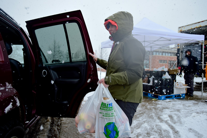 Boulder Valley School District Distributing Food