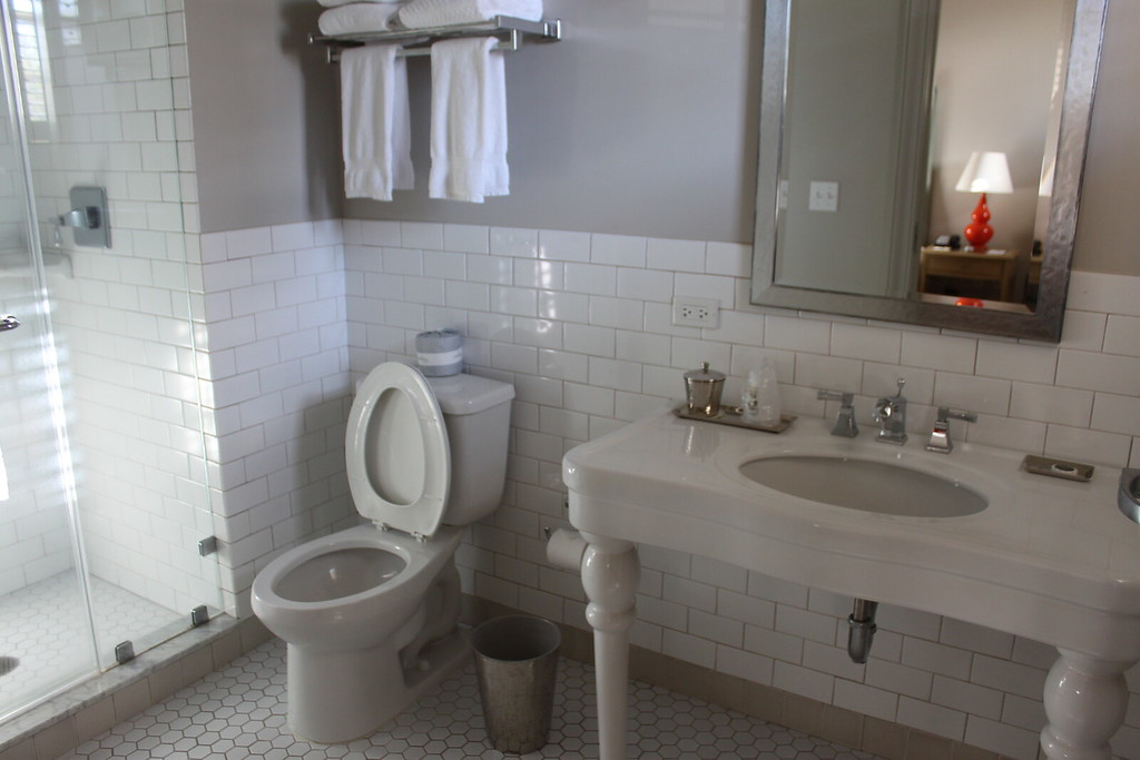 Southern Hotel bathroom