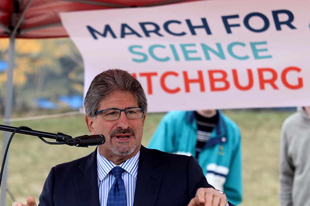 . Fitchburg Mayor Stephen DiNatale addresses the crowd at the March for Science in Fitchburg on Saturday afternoon. SENTNEL & ENTERPRISE/JOHN LOVE