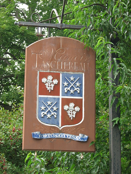 Sign in front of the manor