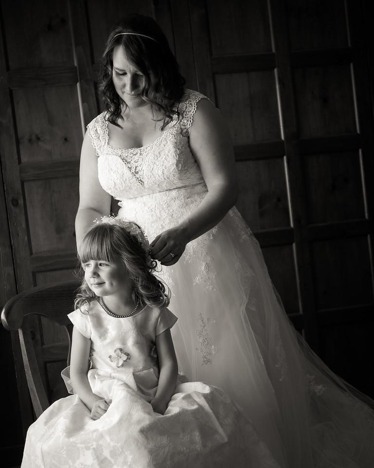 stephane-lemieux-photographe-mariage-montreal-087-black-and-white, bride, effervescence, getting-ready, grand-lodge-tremblant, instagram, laurentides, mont-tremblant, select, wedding